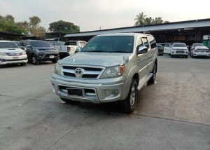 242 201208 2 Used Vehicles | Toyota hiace | Used Hilux Dealer in Thailand | Vigo bangkok