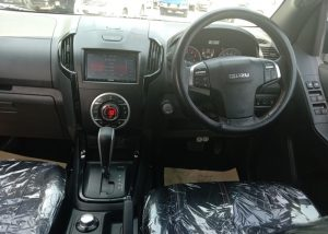 2303 210203 39 Used Vehicles   Toyota hiace   Used Hilux Dealer in Thailand   Vigo bangkok